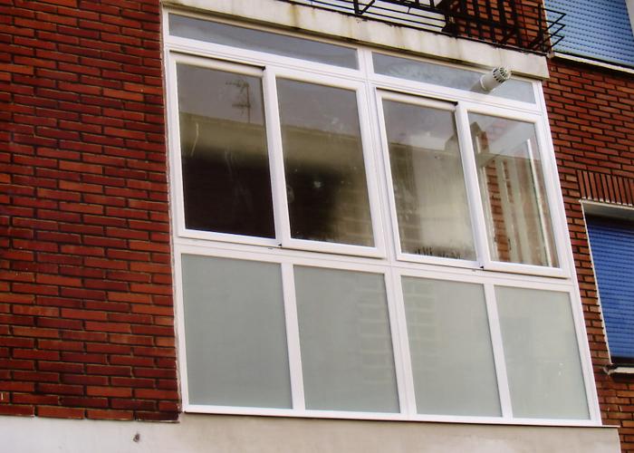 Cerramientos de balcones carpinteria metalica urbi s l - Puertas para cerramientos ...
