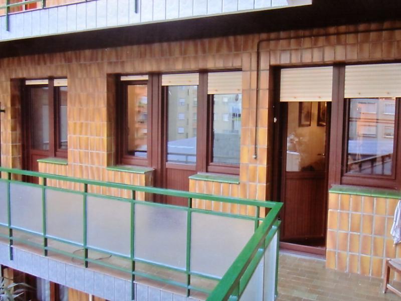 Puertas balconeras carpinteria metalica urbi s l for Puertas osciloparalelas